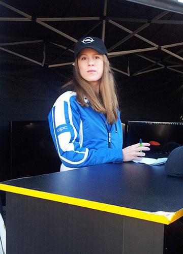 azafatas-eventos-deportivos-stand