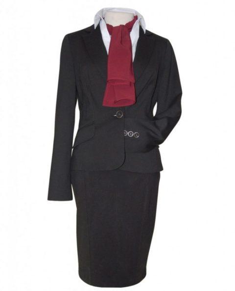 uniforme-negro-panuelo-granate-829x1024-768x949